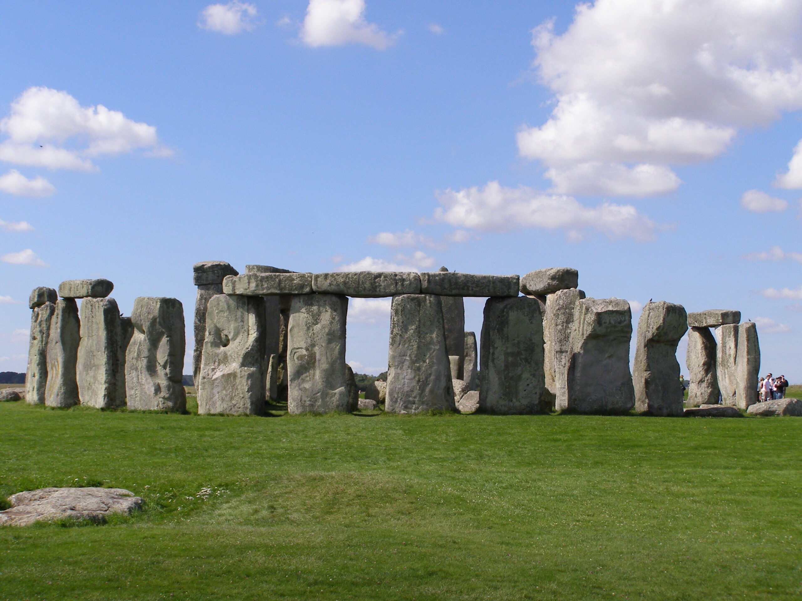 Stonehenge - mysterious places in the world